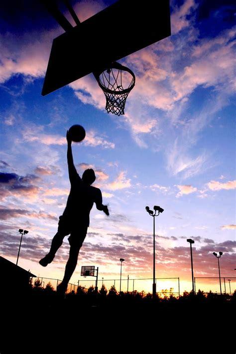 los virnes yo juego baloncesto bon mi hermano  mi amigos