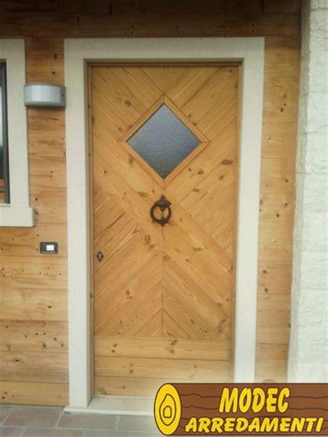 tettoia in legno per porta ingresso arredi personalizzati per porte e scale modec arredamenti
