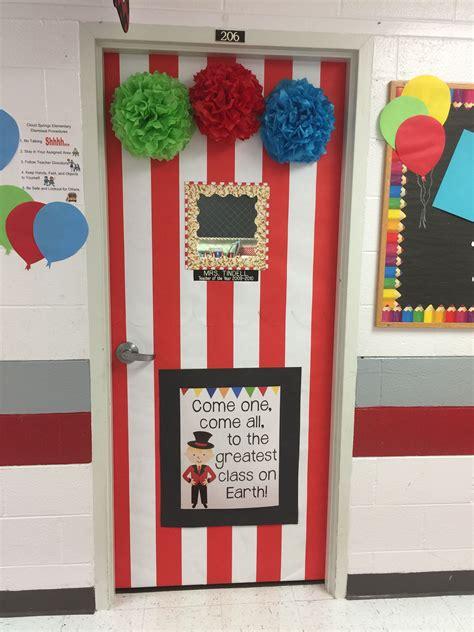 pin   tindell  classroom doors circus classroom
