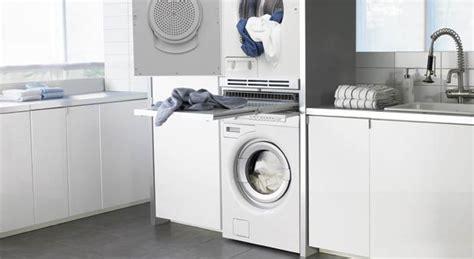 la cuisine dans le bain intégrer un lave linge dans la salle de bains