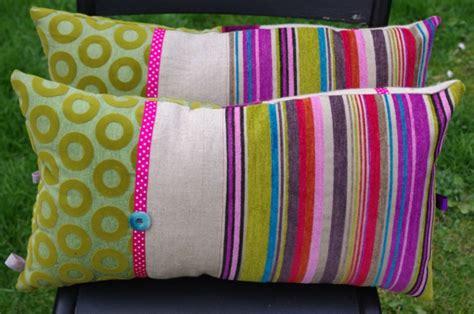 gros coussins pour canapé les coussins pas cher déco unique et cosy