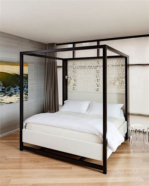 chambre avec lit baldaquin chambre avec un lit à baldaquin moderne