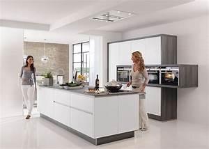 Küche Deko Modern : moderne k che mit k cheninsel ideen top ~ Frokenaadalensverden.com Haus und Dekorationen