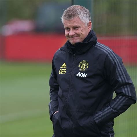 Man United boss Solskjaer hails player as 'physical ...