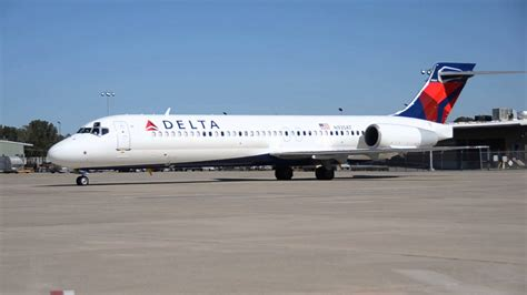 Delta Air LInes' First Boeing 717 in Little Rock ~ N935AT ...