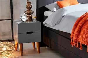 Nachtschränkchen Für Boxspringbett : blog 3 nachtschr nkchen um ihr schlafzimmer zu stylen ~ Pilothousefishingboats.com Haus und Dekorationen