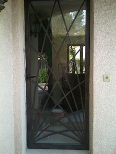 Nos modeles de grilles de portes et de fenetres en fer for Grille pour porte fenetre