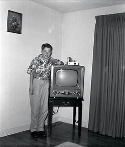 File:Early 1950s Television Set Eugene Oregon.jpg - Wikipedia