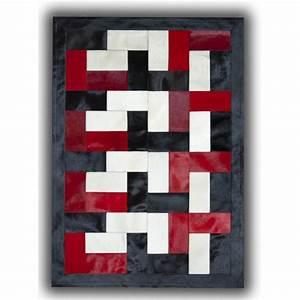 Tapis Noir Et Rouge : tapis noir blanc et rouge sur peau de vache patchwork ceuta ~ Dallasstarsshop.com Idées de Décoration