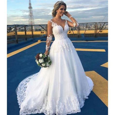 robe de mariée et blanche dentelle robe de mari 233 e en dentelle blanche ivoire robe de mari 233 e
