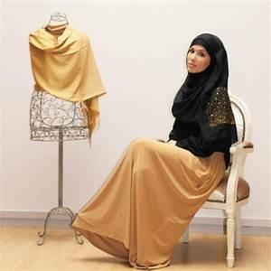 jeune et jolies With vêtements pour femme musulmane