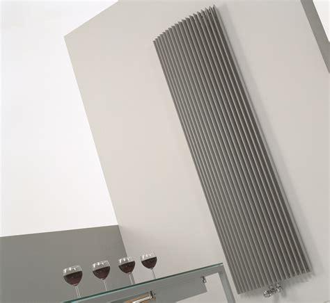 wohnzimmer design heizkoerper gebogen mit ablage klein oder