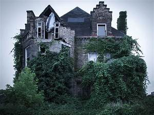 the-13-scariest-real-haunted-houses-in-america.jpg