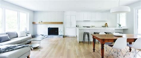Divano Pavimento Legno : Pavimento-parquet-chiaro-mobili-cucina-bianchi-divano