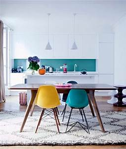 1001 idees creer une deco en bleu et jaune conviviale With deco cuisine avec table salle a manger blanche et bois
