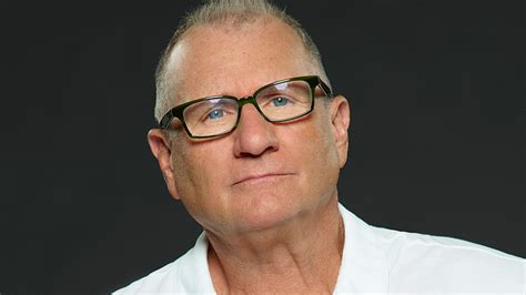 ed o neil actor ed o neill live at 11 30 a m on vindy radio vindy