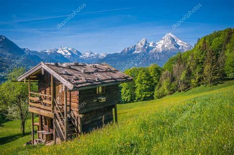 Cottage Montagna by Paesaggio Di Primavera Idilliaca Nelle Alpi Con Cottage