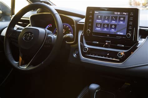 toyota brings carplay apple  support qi charging