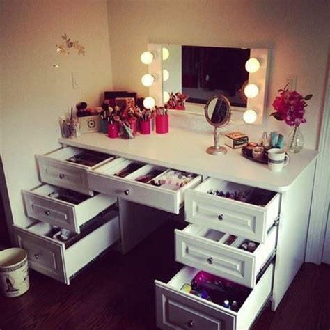 Das Ankleidezimmer Moderne Wohnideenankleidezimmer Fuer Frauen by Viele Schubladen Und Leucher Am Spiegel F 252 R Ein Modernes