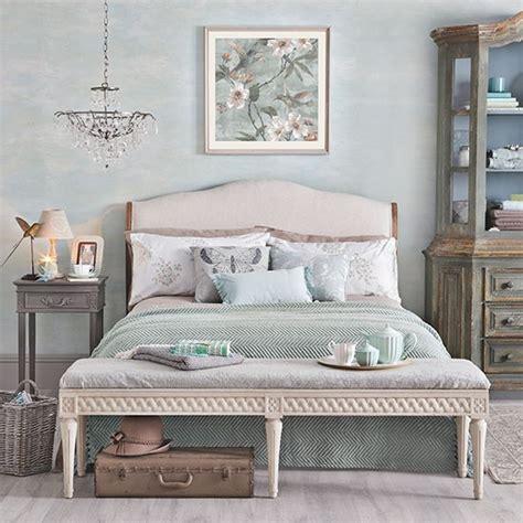 Relaxing Pale Jade Green Bedroom Decorating
