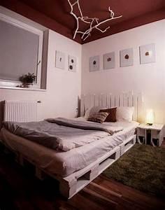 Fabriquer Un Lit En Palette : 12 lits et meubles de chambre r alis s partir de palettes de manutention ~ Dode.kayakingforconservation.com Idées de Décoration