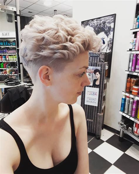 25 latest short curly hairstyles ideas for women 2019 luvfly