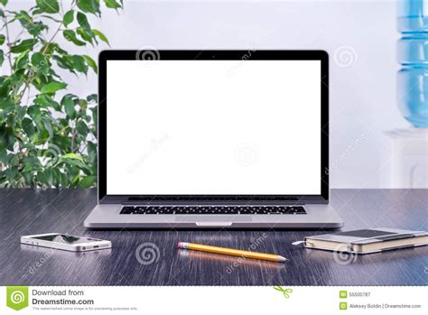 bureau laptop laptop computer mockup with blank screen on office desk