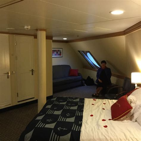Deluxe Oceanview Stateroom, Cabin Category 9D, Disney Dream