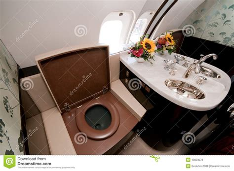 affaires de toilette en avion toilette de luxe 224 bord d avion 224 r 233 d affaires