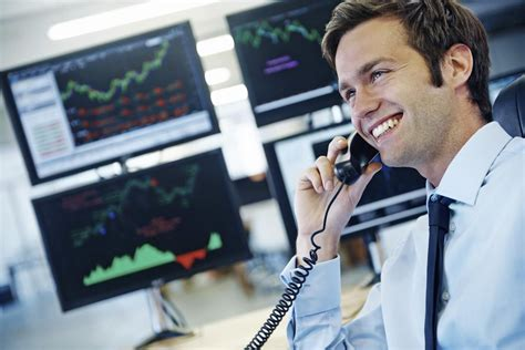 currency broker how much money do commodity brokers make