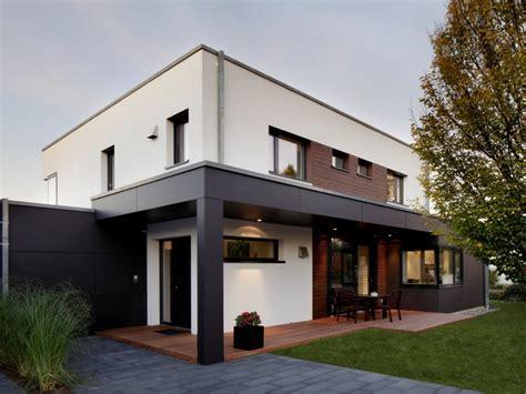 Moderne Häuser Mit überdachter Terrasse by Modernes Fertighaus Baufritz Haus Nilles