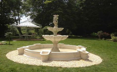 mobilier de jardin en reconstituee d 233 coration de jardin poteries et statues en reconstitu 233 e fontaines et mobilier
