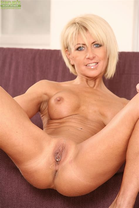 Mature Blonde Cathie With Big Tits Fingers Her Wet Pussy