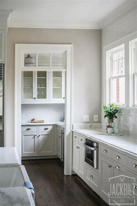 pic of kitchen backsplash beautiful kitchen features white cabinets paired with 4169