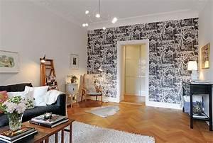 Salon Avec Un Mur Recouvert D39une Tapisserie