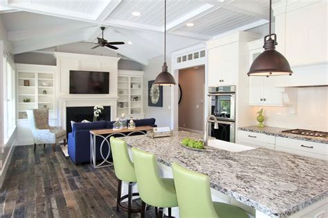 Modern Traditional Kitchen Ideas - lighting options over the kitchen island