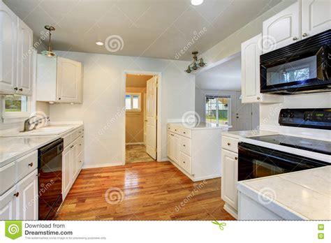 vers blanc dans la cuisine interieur maison blanc maison moderne