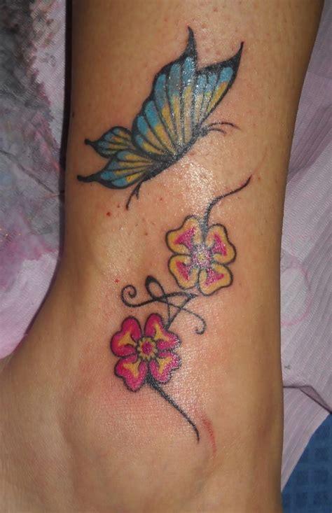 tatuaggi a fiore tatuaggi fiori e farfalle immagini e significato