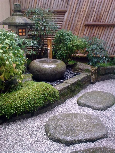 traditional japanese courtyard small japanese garden
