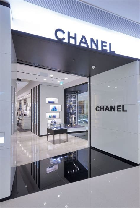 siege social sephora chanel opens boutique at elements