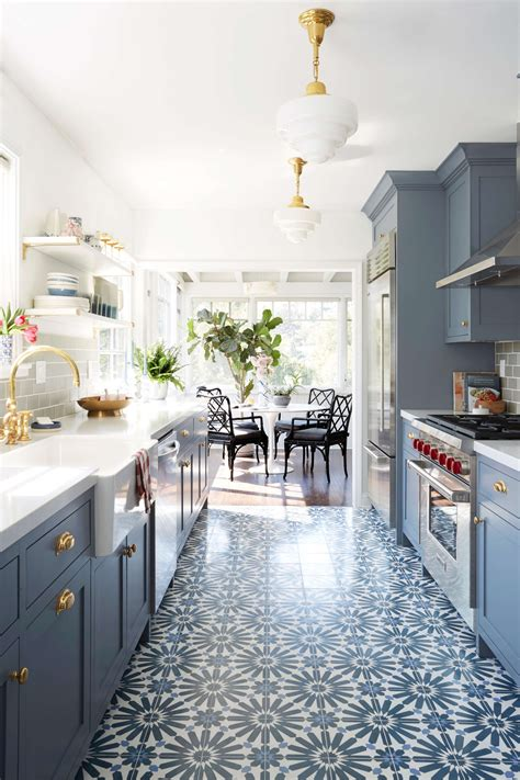 One of the most popular small galley kitchen ideas suited to renters is to place a rug or runner in your kitchen, allowing you to infuse character and colour into sure, it's a galley kitchen, not a gallery kitchen. Small Galley Kitchen Ideas & Design Inspiration ...
