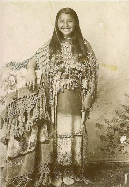 Beautiful Portraits Of Native American Teen Girls From 1800 1900 36 Pics Picture 2