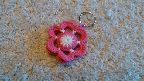 Fiori All Uncinetto by Portachiavi Fiore Alluncinetto Crochet Flower Keychain