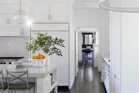 Glazed White Kitchen Backsplash