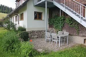Terrasse Höher Als Garten : ferienwohnung au enbereich terrasse mit garnitur und anliegendem rasen griesbachhof ~ Orissabook.com Haus und Dekorationen