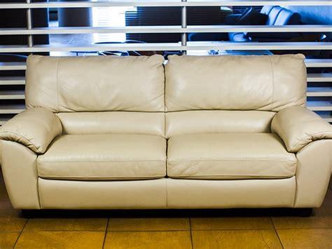 divani di pelle prezzi divano klaus in pelle divani divani by natuzzi prezzi outlet