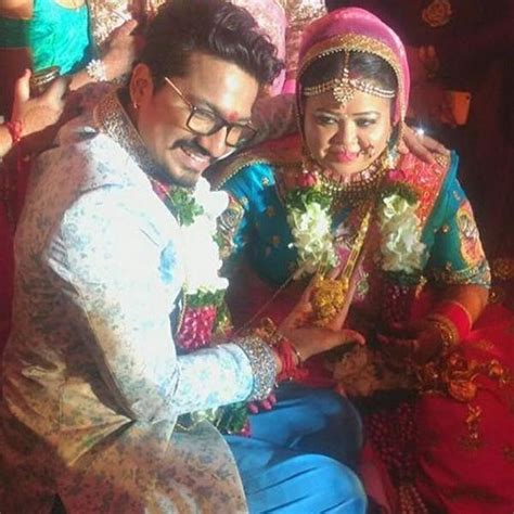Bharti Singh-Haarsh Limbachiyaa wedding pics - Photos ...