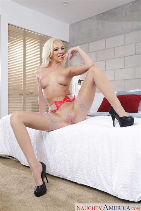 Sexy Blonde Is Working As A Prostitute Photos Tony Rubino