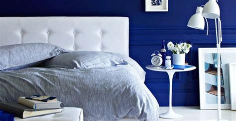 pilihan warna cat kamar tidur  membuat rileks