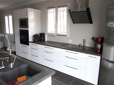 cuisine lineaire design salle de bain orange et vert anis